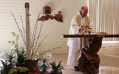 20190428 SantaRitaAbbey Mass Fr Thomas Vicki (2hps)