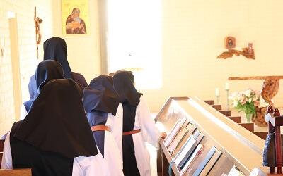 20210920n_SantaRitaAbbey_church_Sisters_Lauds_2nd_choir (5hpsm)